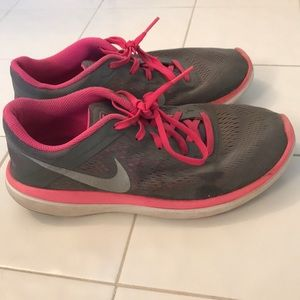 Gray and pink nike tennis shoes